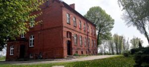 szkoła w Grzybnie - wiosna